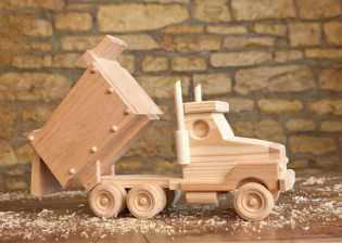 Dump Truck by Kringle Workshops
