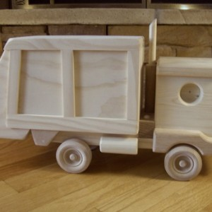 Garbage Truck by Kringle Workshops